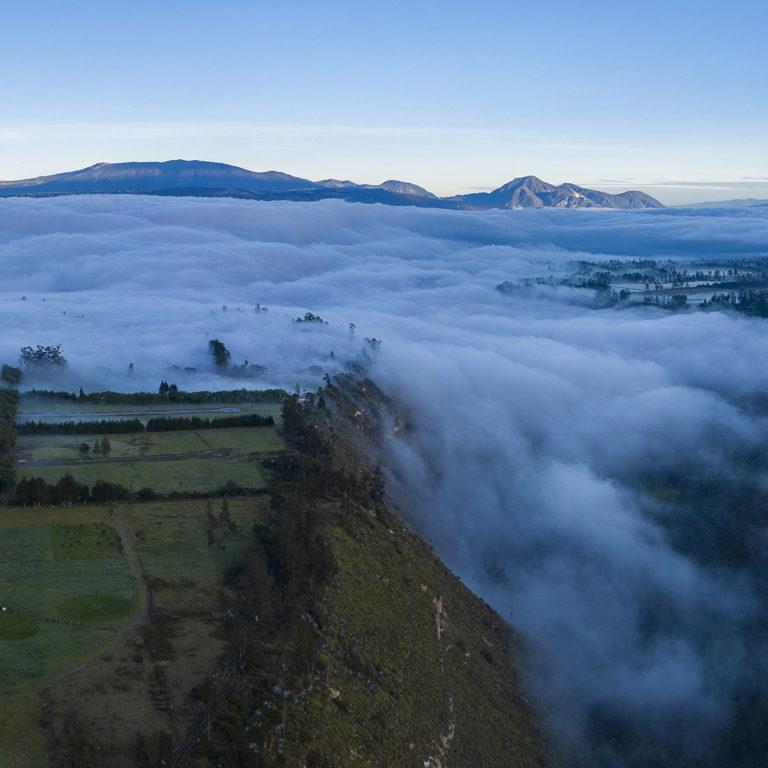 Arriba de las nubes el mundo sigue imperturbable